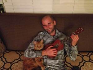 Doesn't love the cat while playing the ukulele